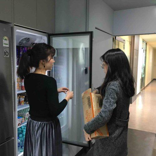 간식이 넘쳐나는 수퍼비의 냉장고 채우기