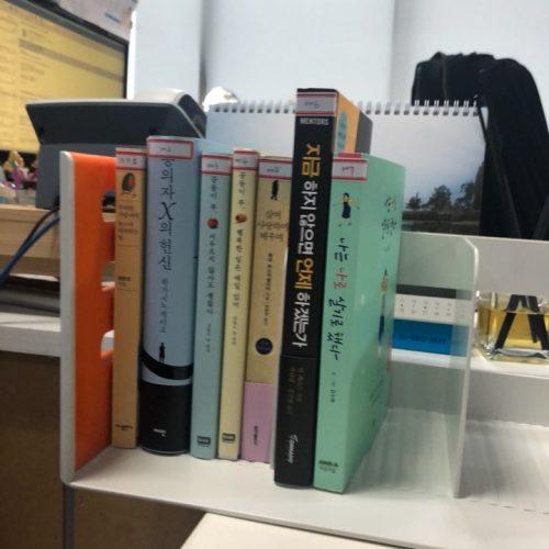 디자인에 인문학을 더하기 위해 수퍼비 책장이 생겼습니다!